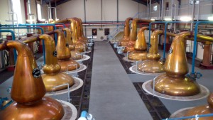 Glenfiddich_Distillery_stills_hall